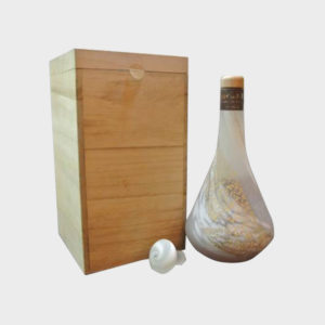 karuizawa-mercian-21-year-old-granite-decanter-wooden-box